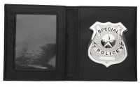 Polizei-Abzeichen in Brieftasche