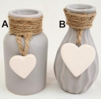 Keramikvasen mit Herzanhänger