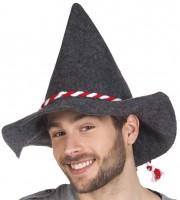 Bayernhut mit rot-weisser Kordel