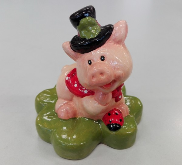 Glücksbringer Glücksschwein auf Kleeblatt