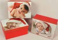 Kartonbox Kind mit Nikolausmütze